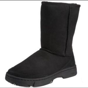 UGG Ultimate Short Black Leather Winter Boots